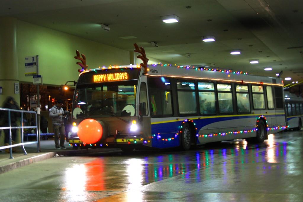 V9715 Rudolph Bus
