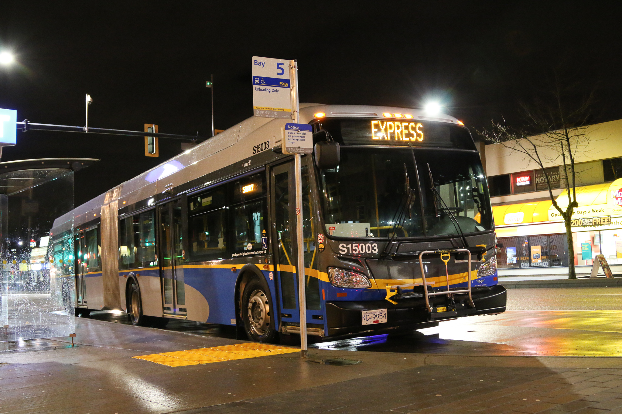 A new batch of New Flyer XDE60 articulated buses